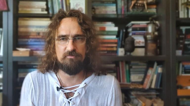 Dnes hajlujú vakcisti – Tibor Eliot Rostas